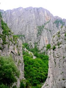 Скален феномен Божият мост и проход Вратцата @ с. Чирен