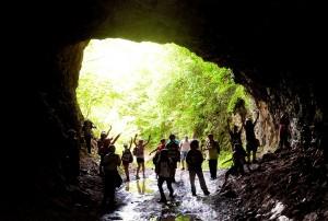 През тунела